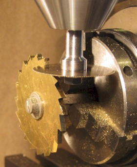 Final slitting of the teeth on the ratchet wheel