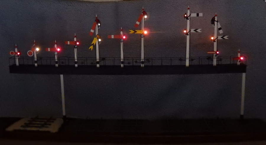 Signal lamps on a 7 mm scale GWR signal gantry